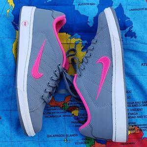 Nike sneakers women's 8.5